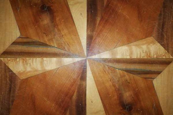 Quadrotte in acero, noce e ciliegio originale dell'800 | Decorazione a stella